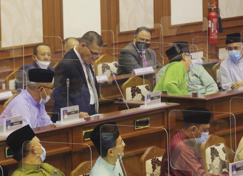 Wakil rakyat pembangkang keluar dewan tanda protes