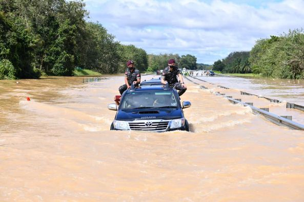 Agong mencemar duli santuni mangsa banjir