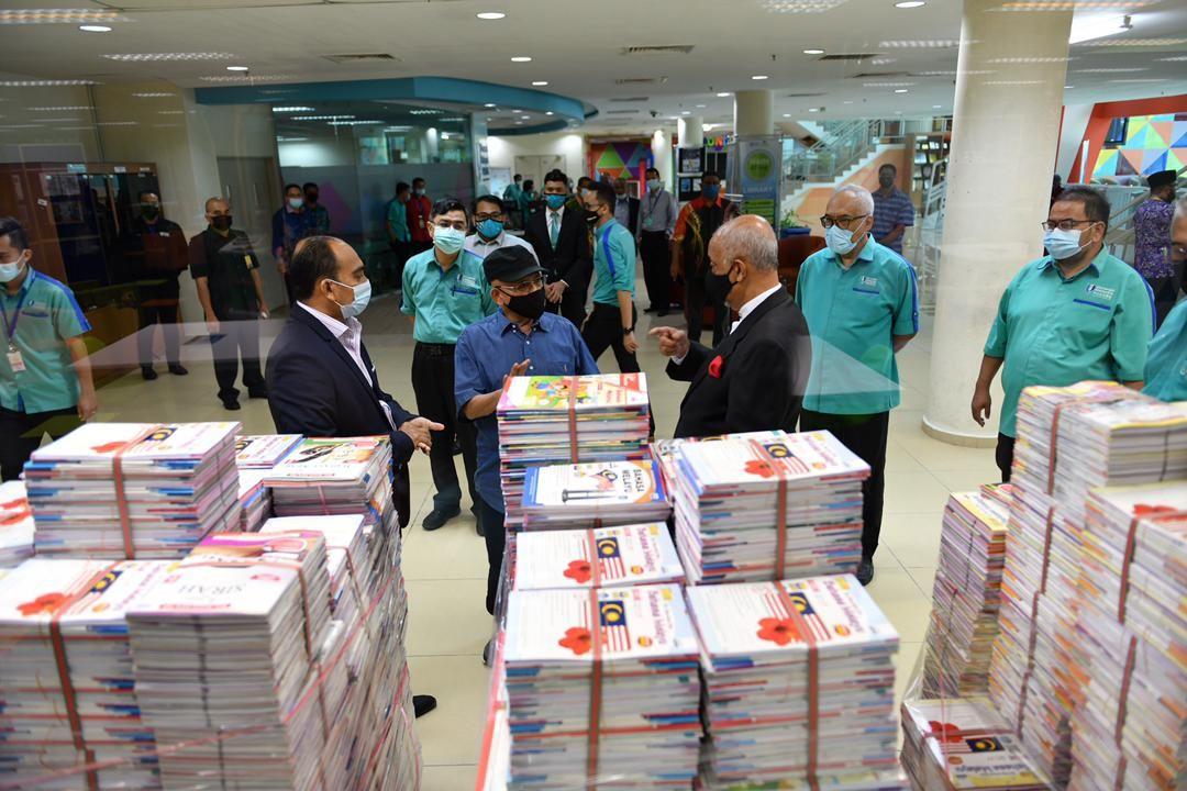 Yayasan UMP terima 32,000 naskhah buku latihan KAFA