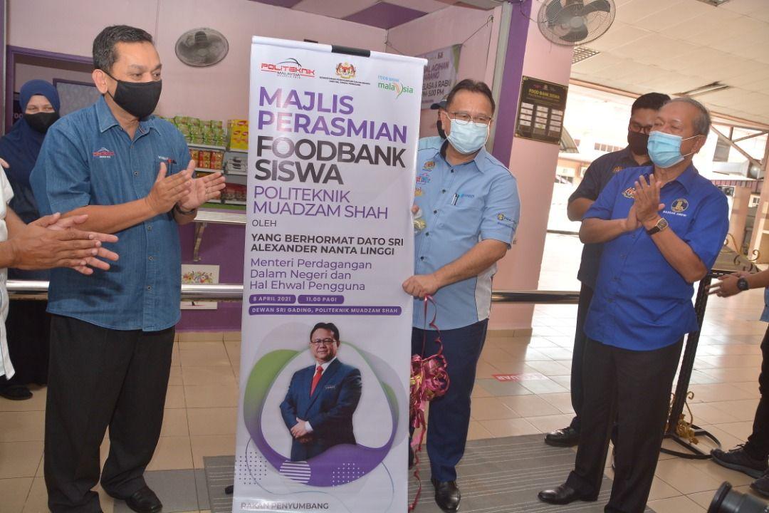 Program Food Bank   Siswa bantu 1,200 pelajar PMS
