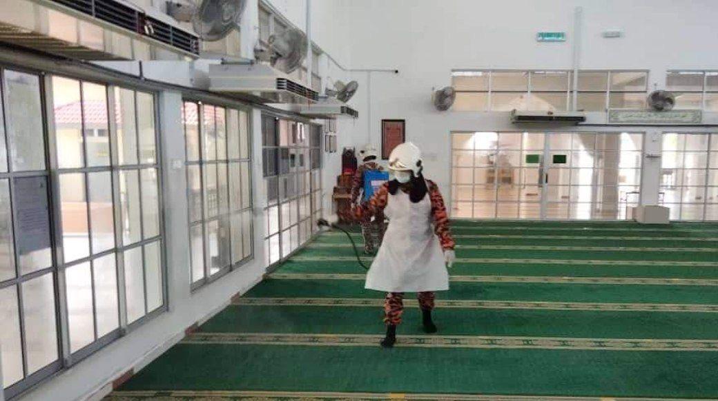 Masjid, surau di Pekan sudah disanitasi