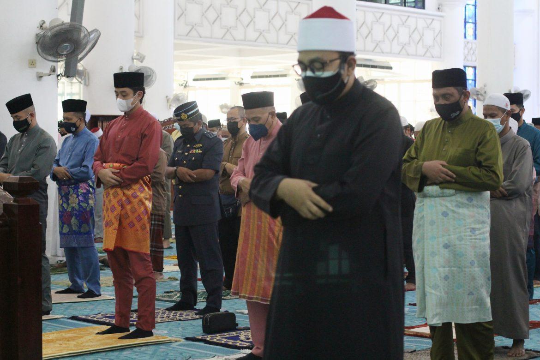 KDYMM Pemangku Raja Pahang solat sunat Aidiladha di Kuantan