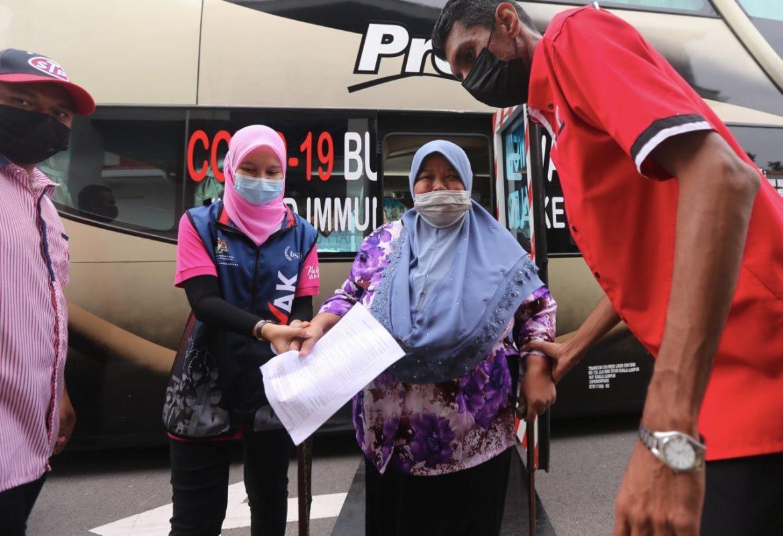 Penduduk dapat vaksin dalam bas MOVAK