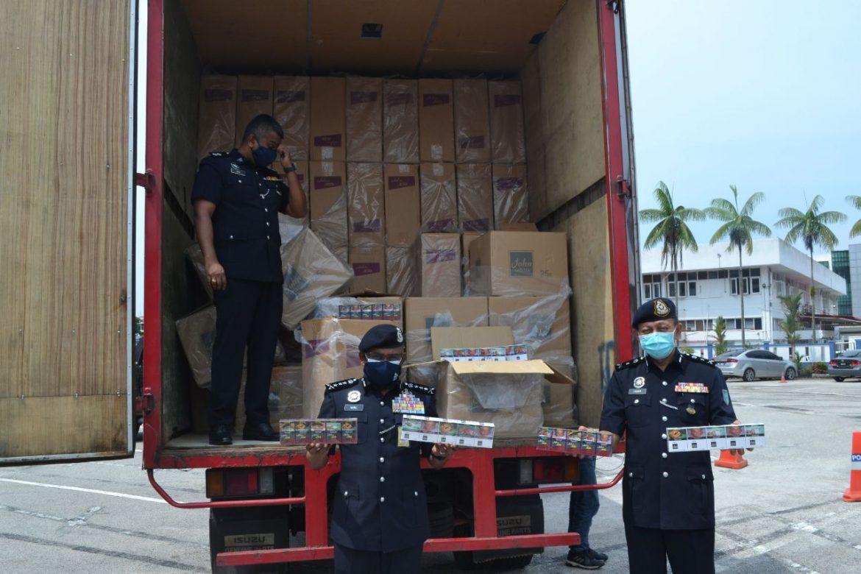 Polis halang cubaan edar rokok seludup bernilai lebih RM2 juta