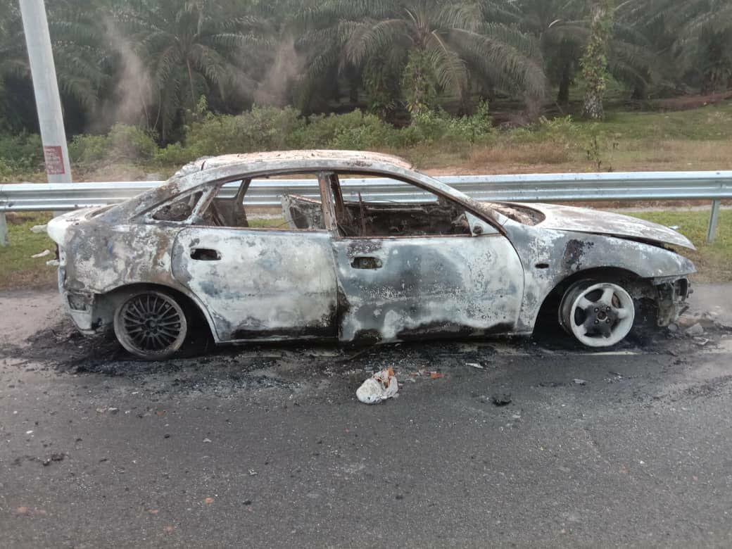Sebuah kereta hangus, empat lagi terbabas akibat tumpahan diesel