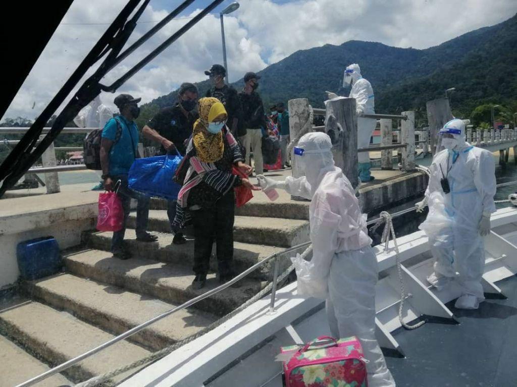 APMM bantu pindah 17 kontak rapat COVID-19 dari Tioman