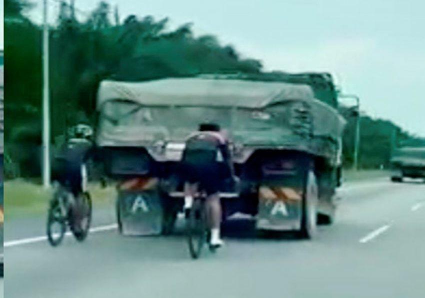 Polis tegur aksi bahaya penunggang basikal