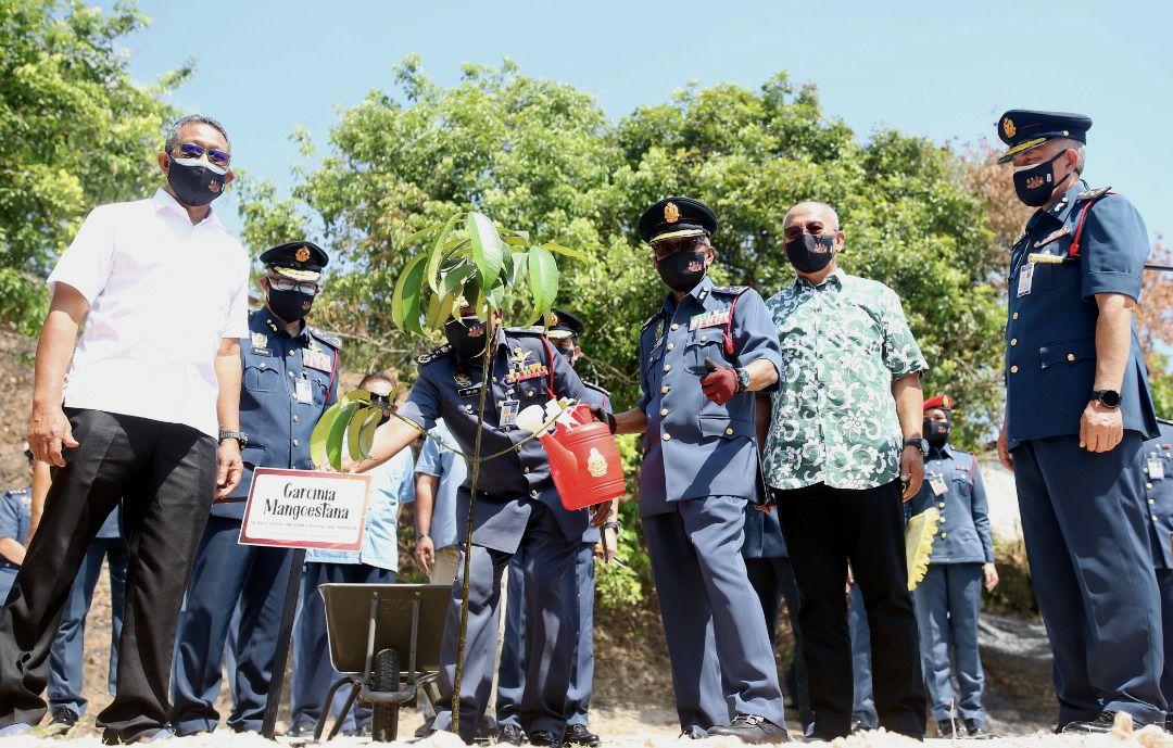 Pahang dapat empat balai bomba baharu